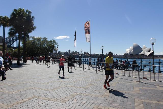 画像15: 続いて午前7時05分 フルマラソンスタート!