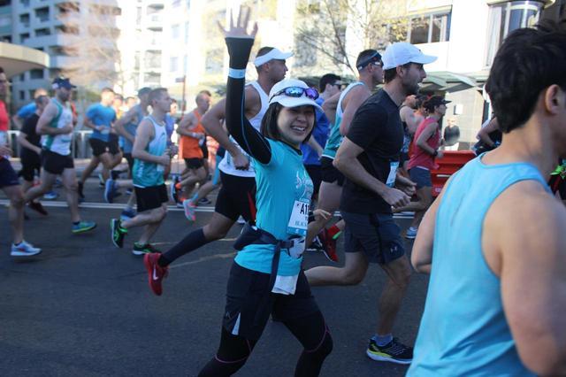 画像1: 続いて午前7時05分 フルマラソンスタート!