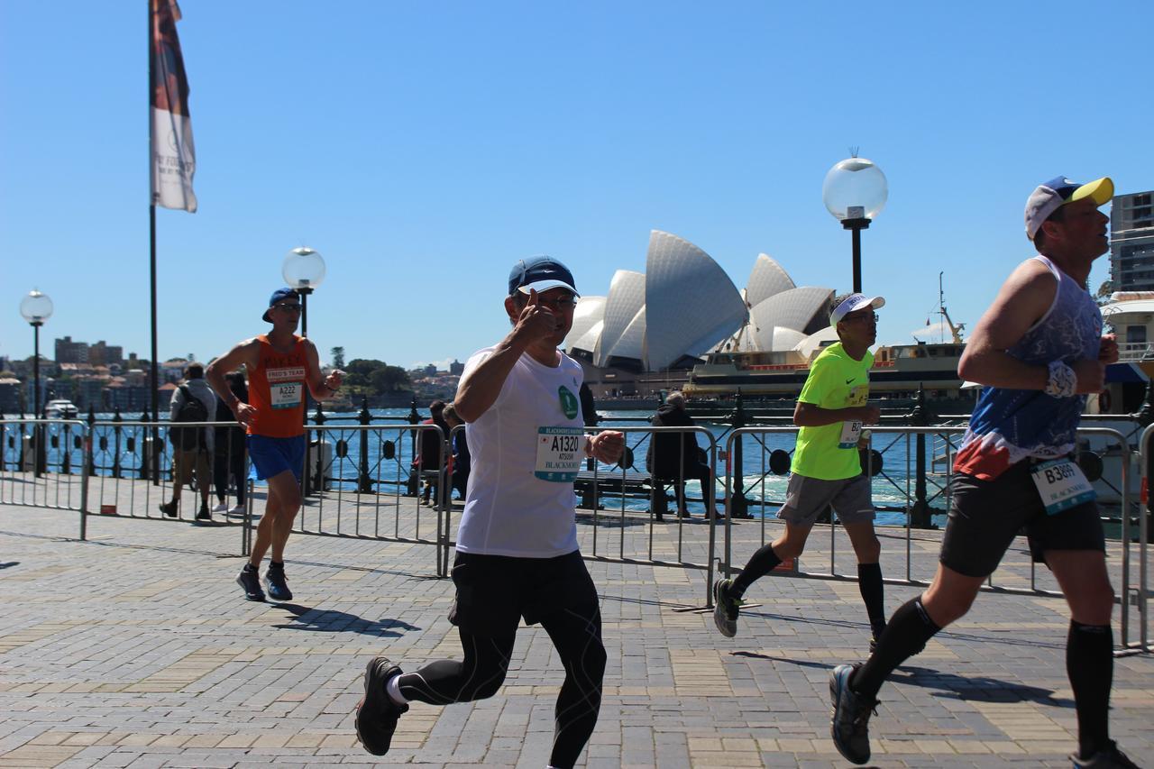 画像16: 続いて午前7時05分 フルマラソンスタート!