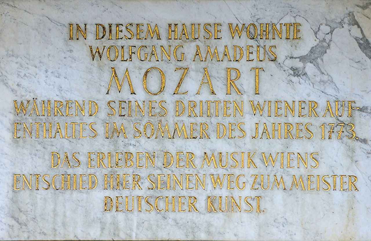 画像: 1773年夏、モーツァルトが3度目にウィーンを訪れたときに逗留した宿屋跡の銘板
