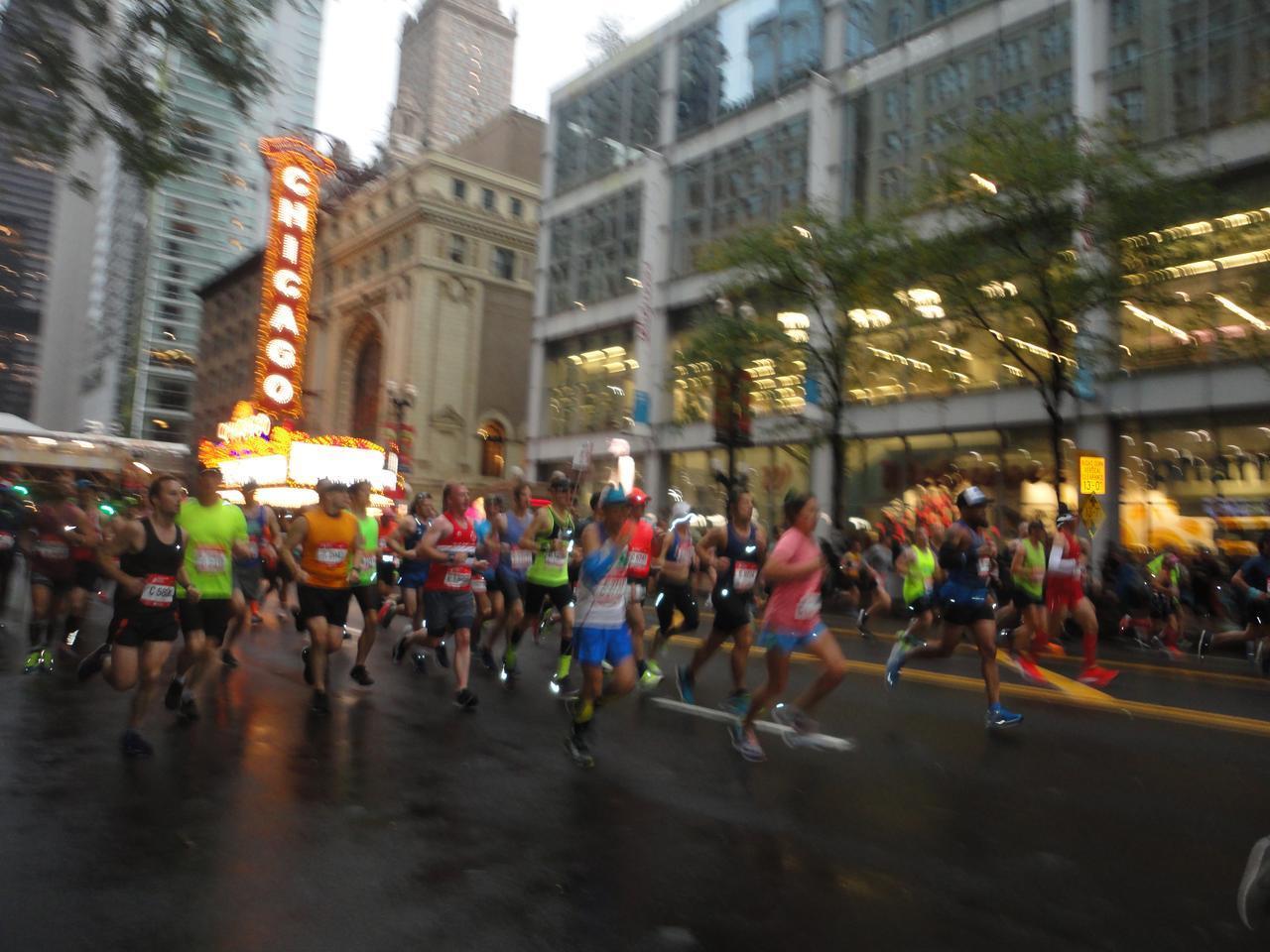 画像5: シカゴマラソンは10月の第1日曜日が大会。 今年は51名様にツアーにご参加いただきました!