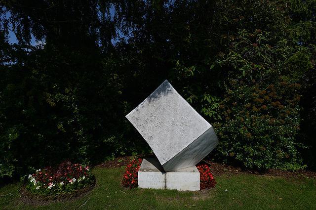 画像: シェーンベルクの墓