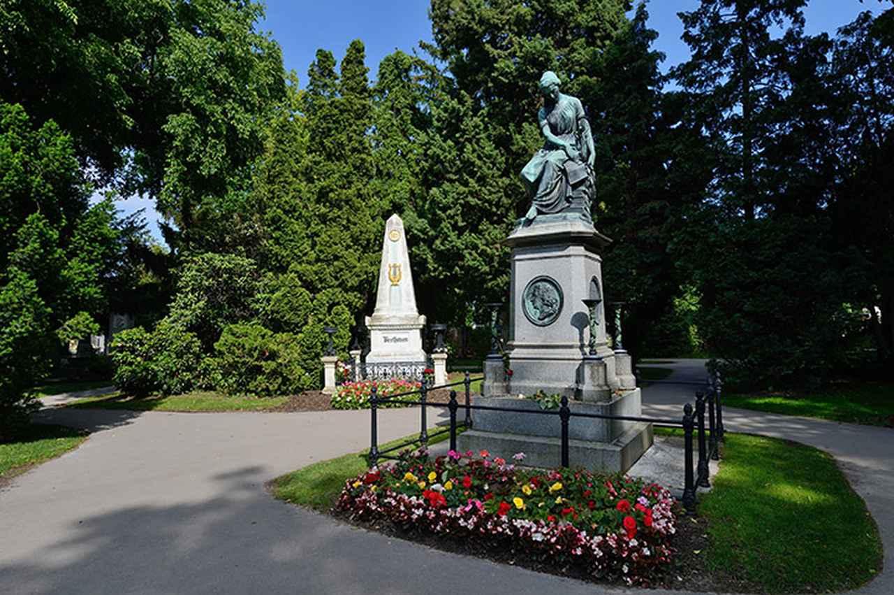 画像: 中央墓地 モーツァルト記念碑