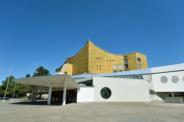 画像: ベルリン・フィルの拠点ホール フィルハーモニーは「近代的」