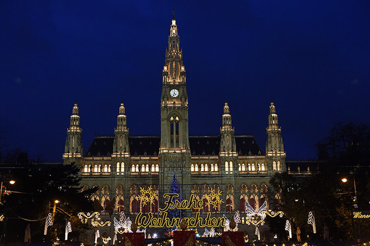 画像: ウィーン最大のクリスマス市 市庁舎前広場