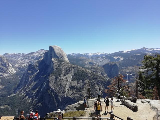 画像: ハイキング中の風景―ハーフドーム