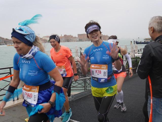 画像6: 10月28日  第33回ベニスマラソン