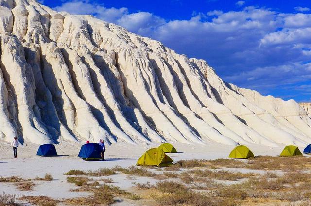 画像: テントで宿泊しじっくりドズバエル塩湖を満喫しました