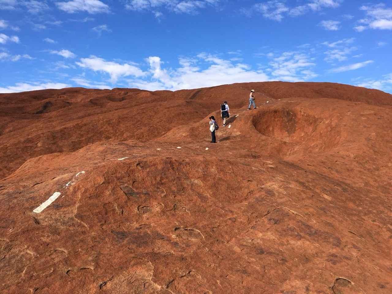 画像: エアーズロックの頂上も歩けます♪