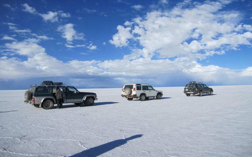 画像: 真っ白な塩原を走るドライブは爽快!