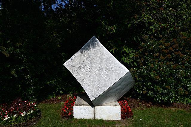 画像: 中央墓地にあるシェーンベルクの墓