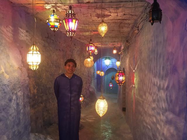 画像: シャウエンライトアップ(2018年9月開催) 青のトンネルにランタンを灯し幻想的な光景が広がります!同行スタッフ有山