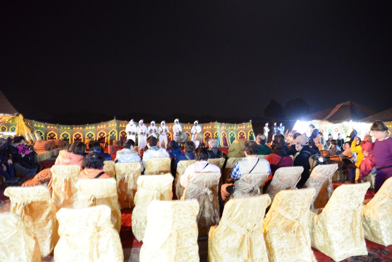 画像: 民族衣装を着た演奏家達が音楽で盛り上げます!