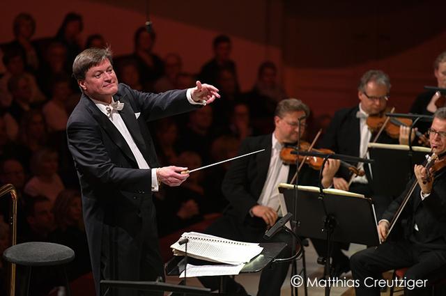 画像: シュターツカペレ・ドレスデンを指揮するティーレマン