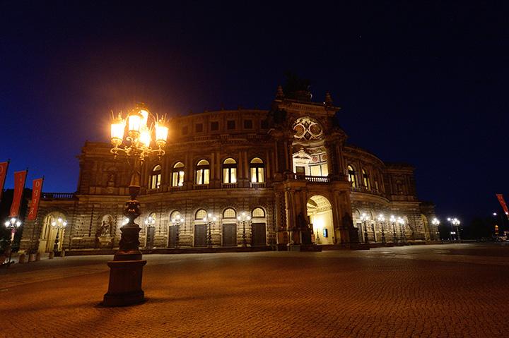 画像: 伝統的なゼンパー歌劇場