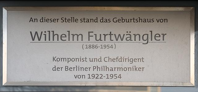 画像: ベルリンにあるフルトヴェングラーの生家を記した銘板