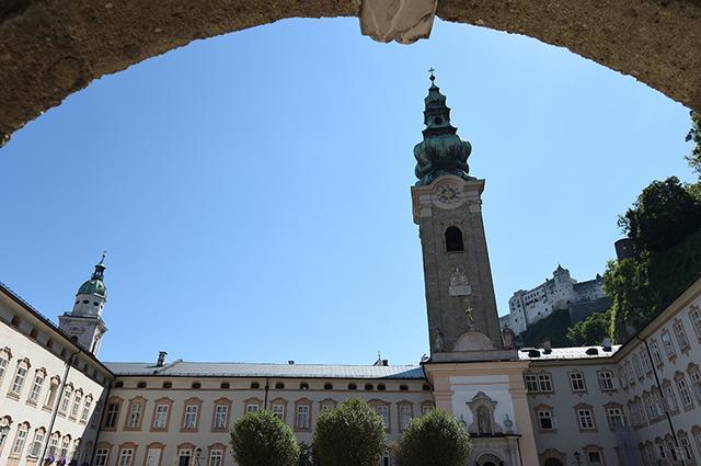 画像: 聖ペーター教会と修道院