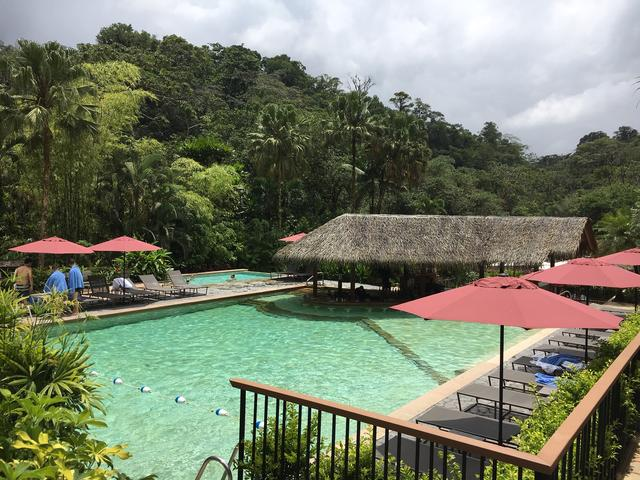 画像: アレナル火山麓にあるタバコン温泉リゾート ※温泉施設はあくまで一例です