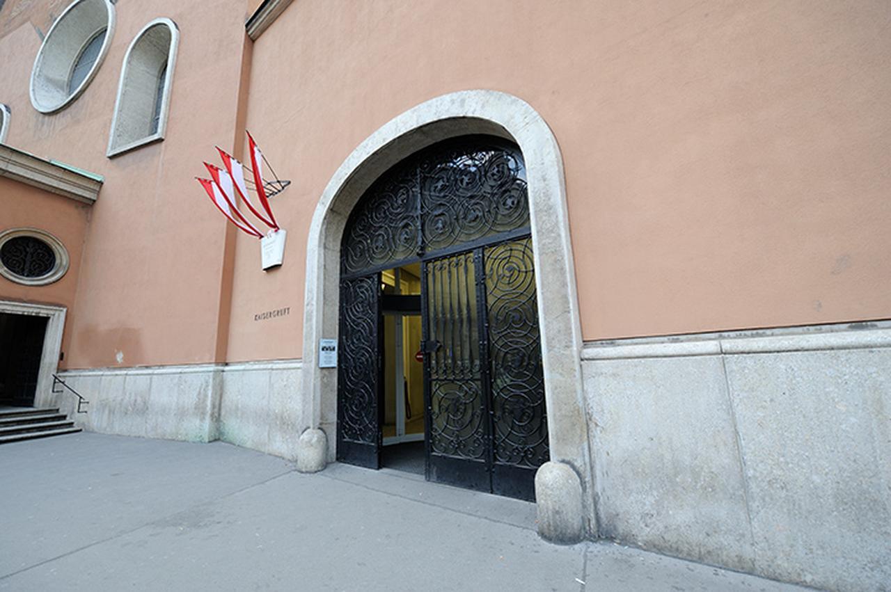 画像: カプツィーナ教会の霊廟入口