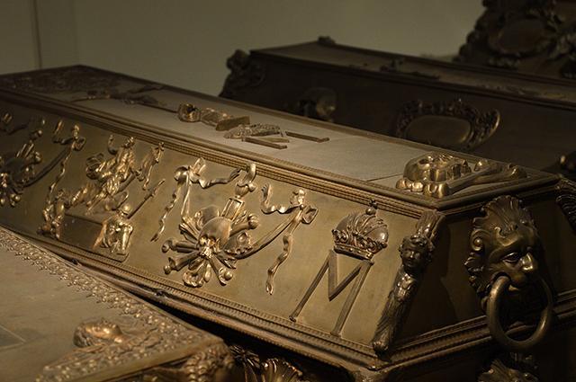 画像: 「M」が目印になるマルガリータの棺