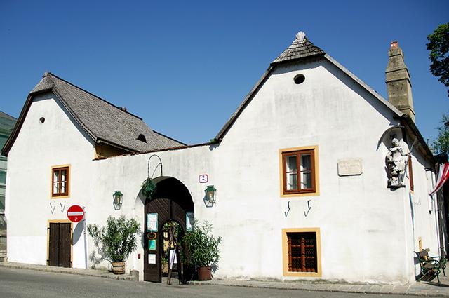 画像: ハイリゲンシュタットに残るベートーヴェンの住居 現在は人気の「ホイリゲ」になっている