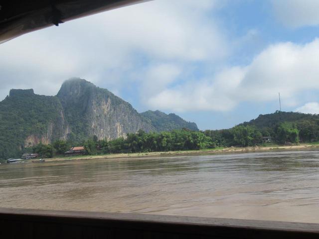 画像: 船の中からは奇岩がご覧いただけます
