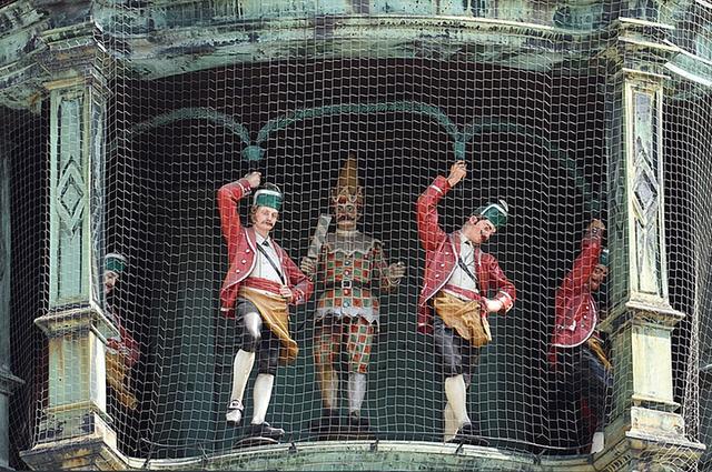 画像: 樽職人の踊り