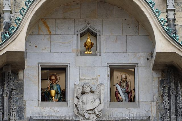 画像: 姿を見せる12使徒・・・