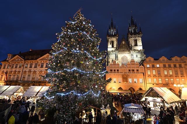 画像: プラハ旧市庁舎前広場のクリスマス市