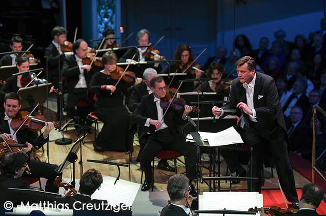 画像: 2017年のジルヴェスターコンサートを指揮するティーレマン
