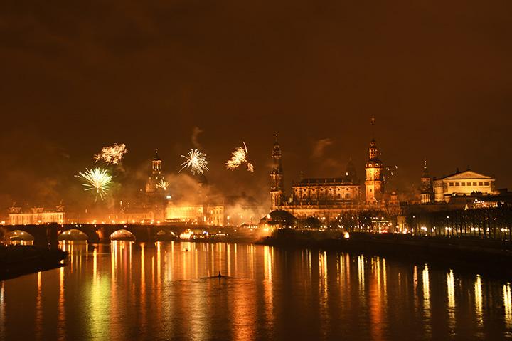 画像: 花火に彩られるドレスデン