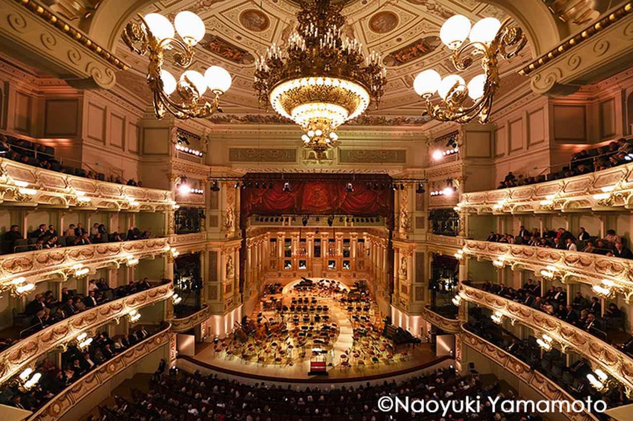 画像: ジルヴェスターコンサートの会場となるゼンパー歌劇場