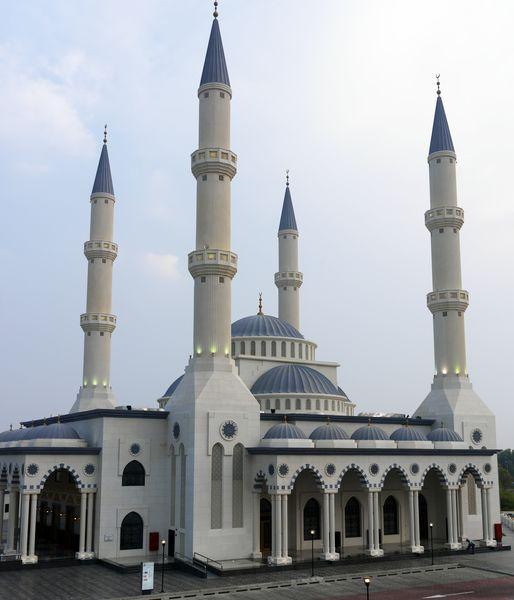 画像: アルファルークモスク 外観 ドバイの隠れた名所ともいわれ、外観ももちろん内観も魅力です!