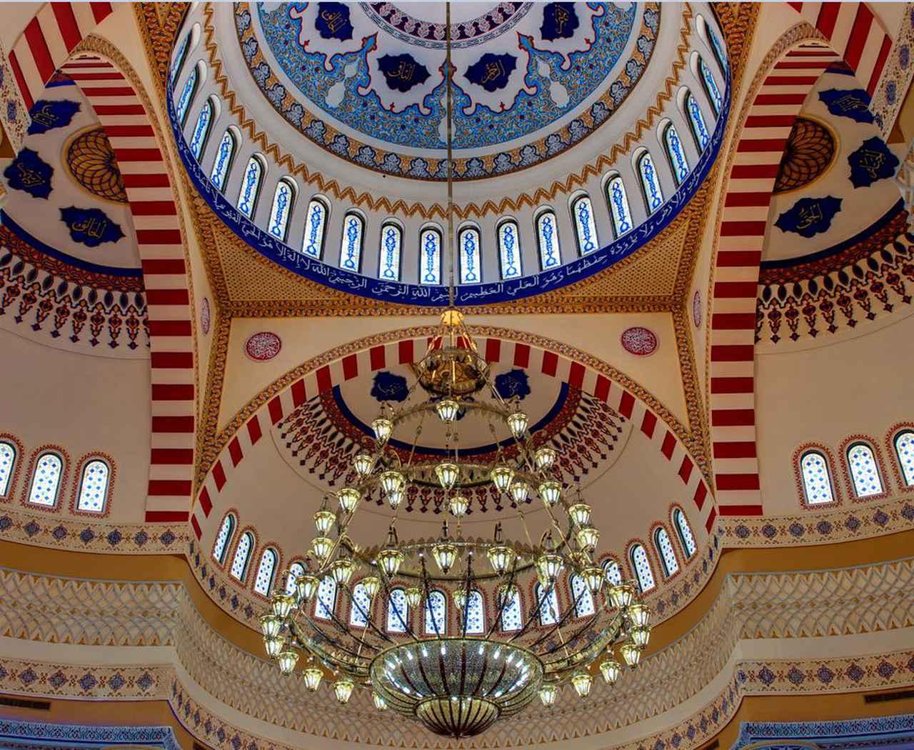 画像: アルファルークモスク 内観 美しい装飾がとても印象的です♪ ※宗教行事などやむを得ぬ事情で内部に入場できぬ場合もございます