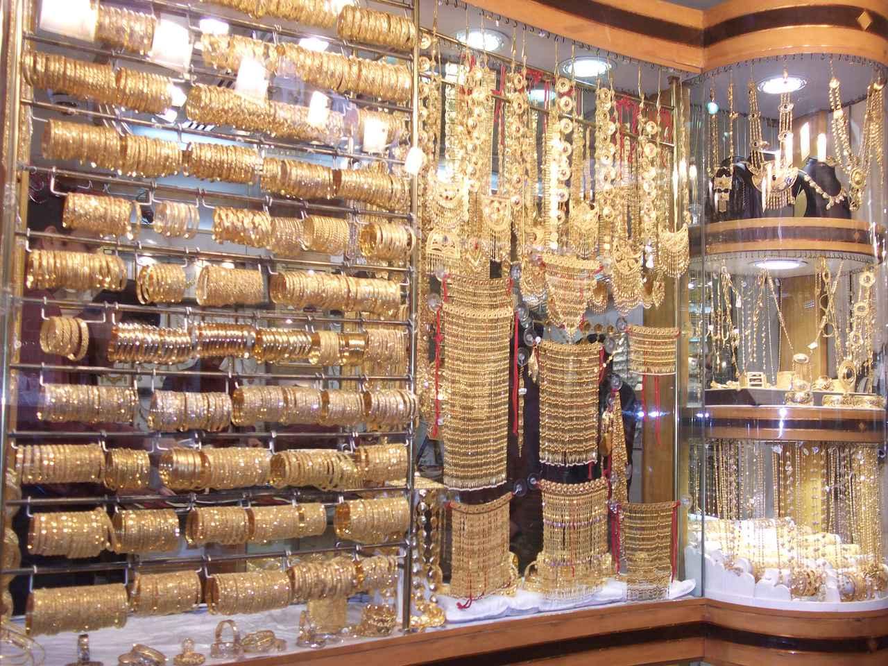 画像: ゴールドスーク スークとは、商店街や市場の意味を持ちます。世界一大きな金の指輪もこのエリアにあります♪