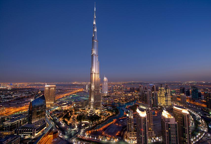 画像: 世界一高いビル バージュカリファ (写真提供 ドバイ政府観光局) ドバイを象徴する建造物!高さは何と828mを誇ります!展望台からの眺めも圧巻です