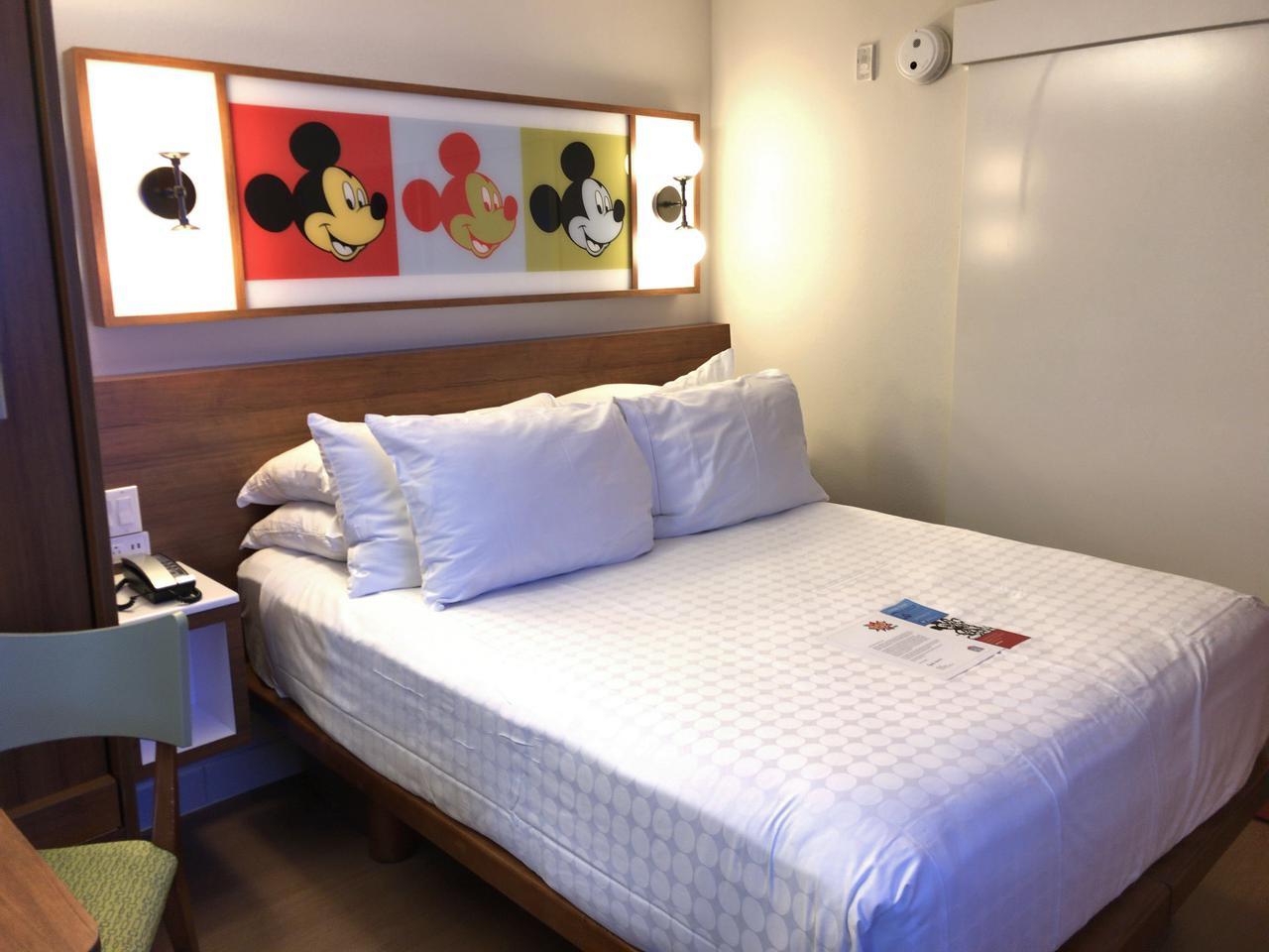 画像: オフィシャルホテルなのでお部屋にもミッキーが♪