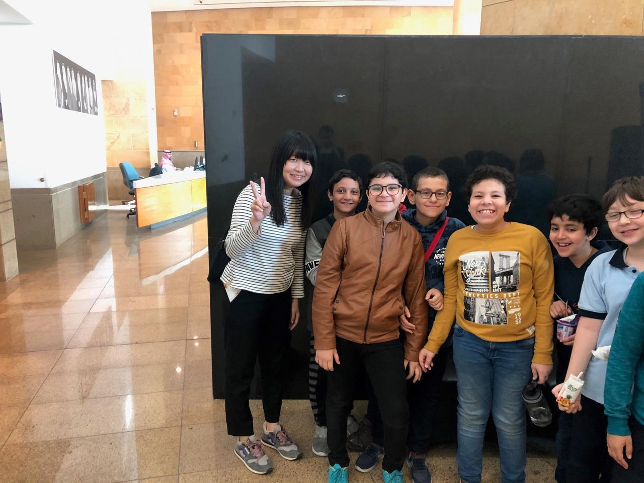 画像: 国立博物館で出会った、サウジアラビアの小学生たち。恥ずかしがりながらも写真撮影に応じてくれました。