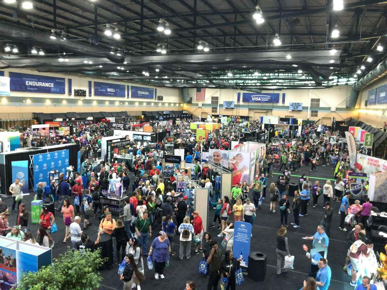 画像: エキスポ会場は初日からランナー、ディズニーファンで盛り上がります