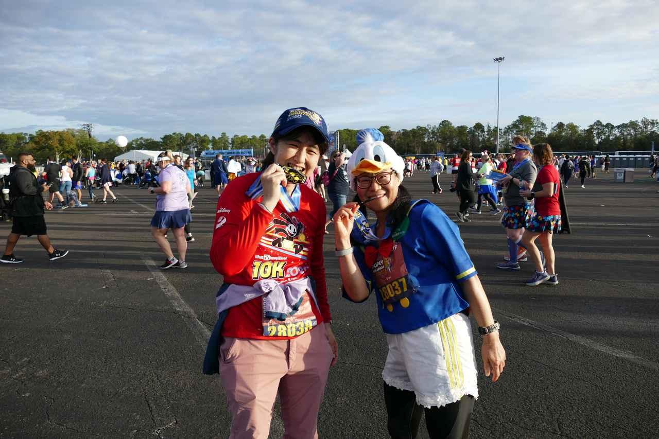 画像: ゴール後はメダルをもらって記念撮影♪完走おめでとうございます!!