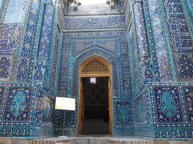 画像: 青いタイルが印象的なシャーヒ・ジンダ廟(スタッフ撮影/イメージ)