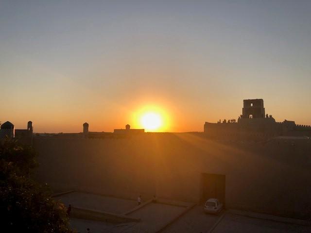 画像: 旧市街からの夕日観賞(※天候によっては、夕日が見られない場合もございます)(スタッフ撮影/イメージ)