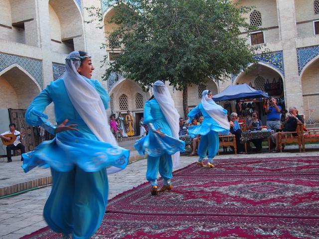 画像: ブハラの民族舞踊ショー(スタッフ撮影/イメージ)