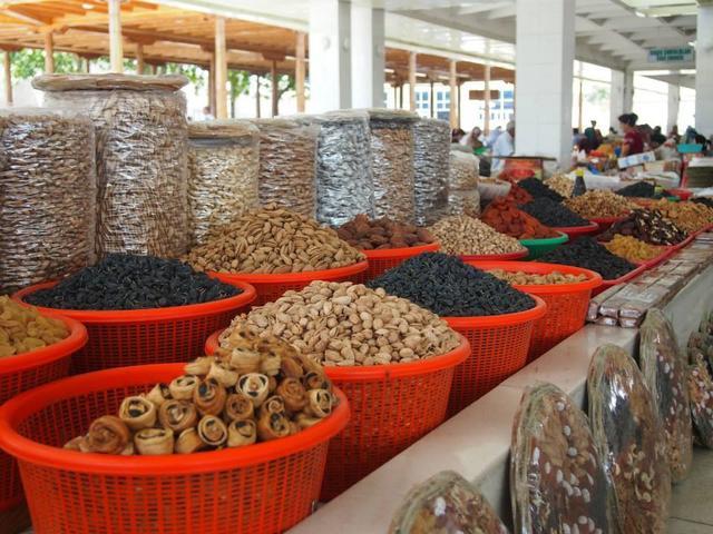 画像: シャブバザールに売られている、ドライフルーツやナッツはお土産にもおすすめ!(スタッフ撮影/イメージ)