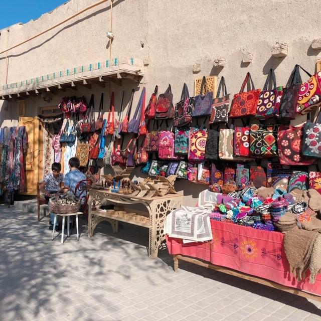画像: お土産屋さんで売られているスザニという刺繍の小物(スタッフ撮影/イメージ)