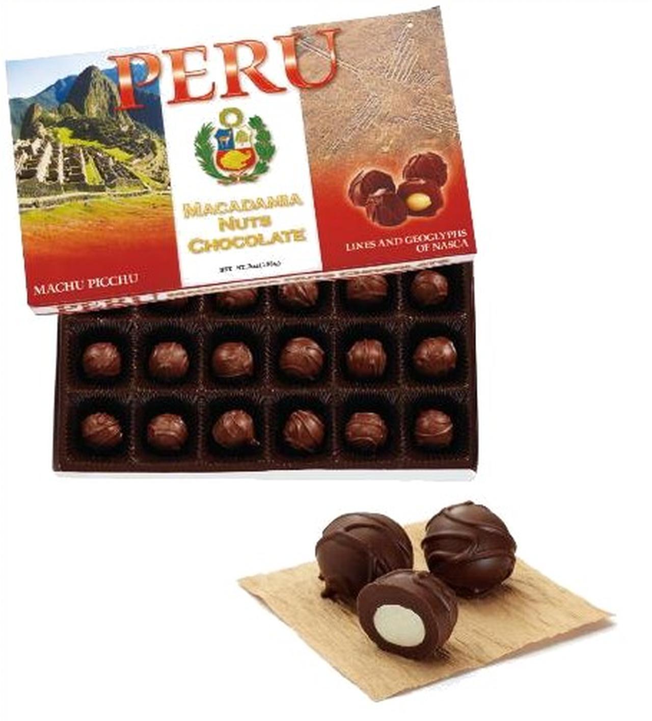 画像: なめらかなミルクチョコレートでマカデミアナッツをくるみました。 ペルーの人気観光名所のマチュピチュとナスカの地上絵をデザインしました。 ペルーのお土産の中でも、常にNo.1の売り上げを誇る人気の高い商品です。 ペルーの旅の思い出を一粒一粒に込めたチョコレートの味を心ゆくまで堪能できます。
