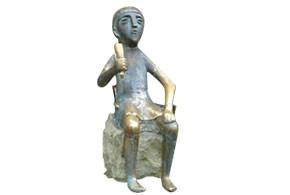 画像: ジョージア ワインを飲む人の像(イメージ)