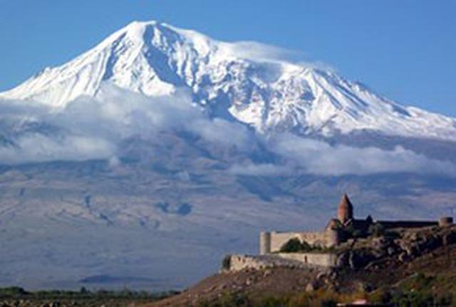 画像: アララト山とホルヴィラップ修道院(イメージ)