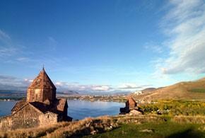 画像: アルメニア セバン修道院とセバン湖(イメージ)