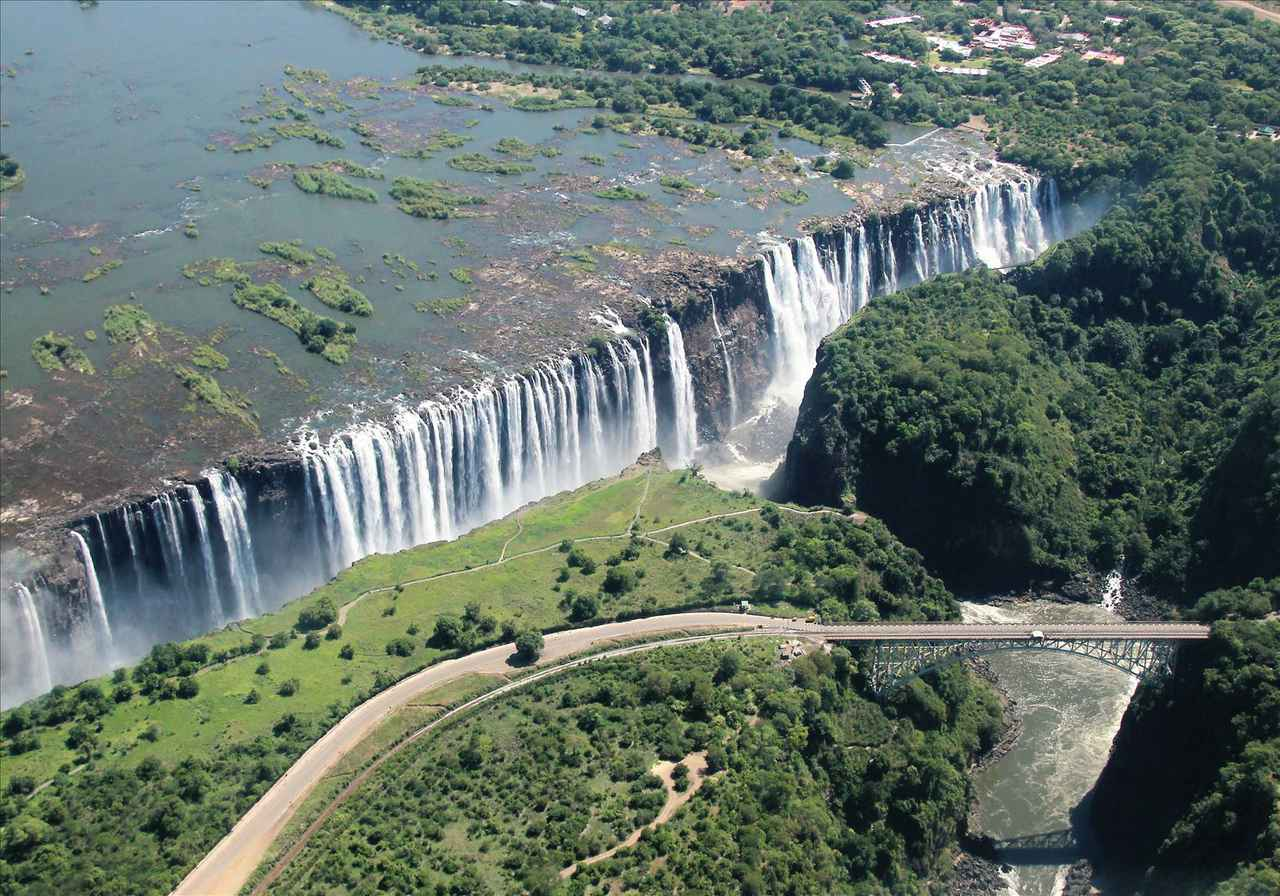 画像: 上空から見るビクトリアの滝(お客様撮影・大阪府在住 加田壮太郎様の作品)